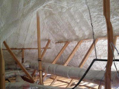 pianka poliuretanowa - izolacja strychu